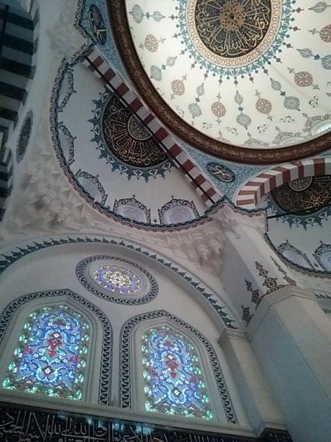 モスク天井窓2つ